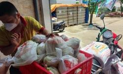 Hỗ trợ 60 người dân, công nhân còn kẹt lại TP.HCM mất thu nhập có hoàn cảnh khó khăn.